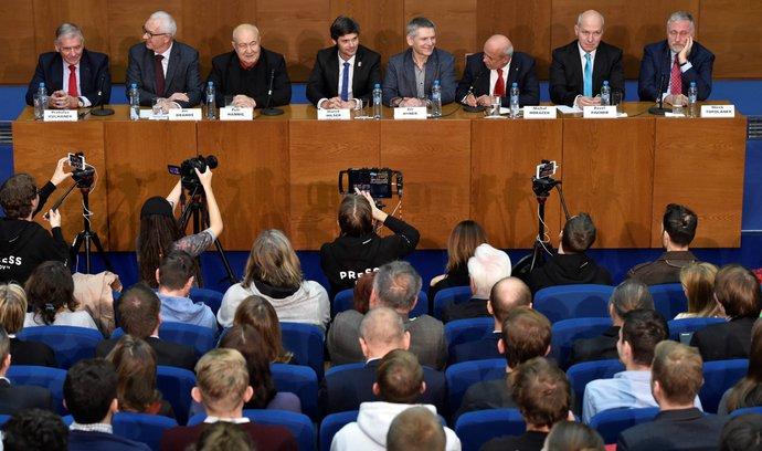 Kancelář prezidenta vyžaduje personální změny, shodují se uchazeči o Hrad