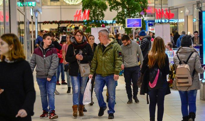 Tržby obchodníků těsně před Štědrým dnem rostly o desítky procent