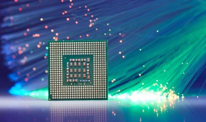Světelné počítače jsou o krok blíž. Fotony jsme zkrotili v prostoru velikosti čipu