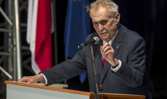 Zeman vyzval ČSSD, aby šla do vlády. Ale bez ministrů