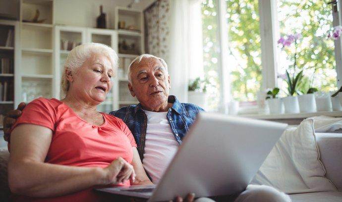 Průměrná výše důchodu? U můžu přes 13 000 korun, u žen o více než dva tisíce méně