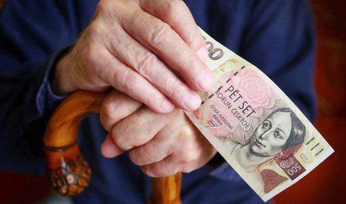 Peníze na důchody chce vzít vláda z privatizačních účtů