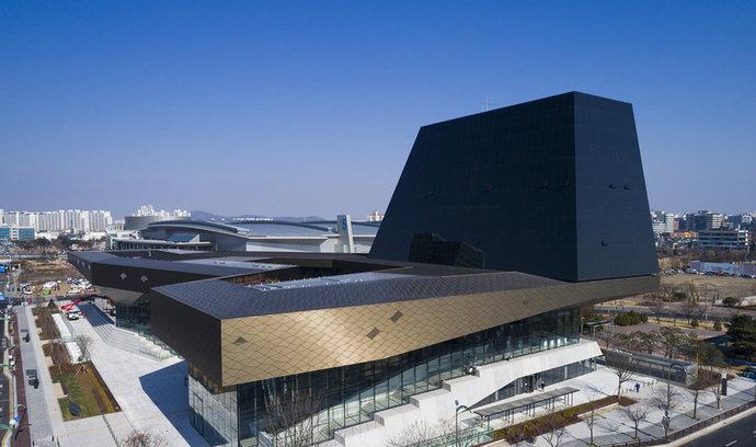 Palác Hyundai. Prohlédněte si nejmodernější autosalon firmy, kde nechybí ani bambusový háj