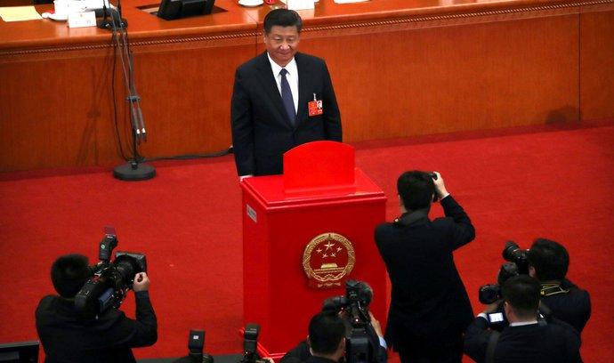 Komentář Michaela Romancova: Čína sílí, přesto dělá krok zpět
