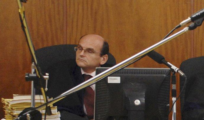 Soudce Elischer vyšel z vazby