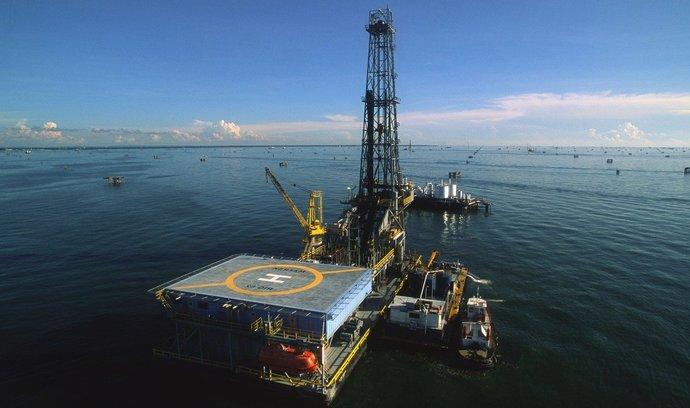 Těžaři ropy a plynu čelí nebývalému tlaku, upozorňuje Mezinárodní agentura pro energii