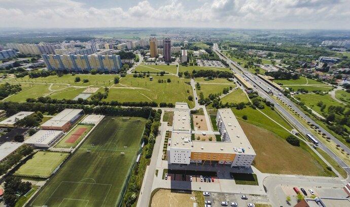 Praha 11 odmítla stovky milionů na opravu kritizované ubytovny