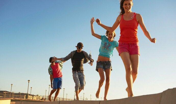 Mladí by investovali rádi. Většina z nich ale tápe