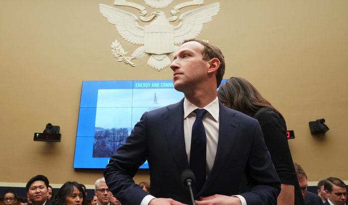 Akcie Facebooku zažily nejhorší den od vstupu na burzu