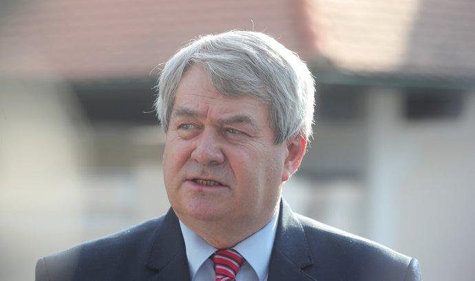Požadavku komunistů odporuje obrana i ČSSD, omezení misí by prý snížilo důvěryhodnost Česka