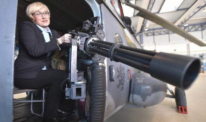 Šlechtová dusí české zbrojaře prověrkami