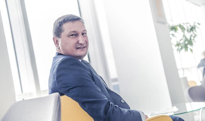 I když se sazby zvýší, schopnost splácet hypotéky to neohrozí, říká šéf Raiffeisenbank Igor Vida