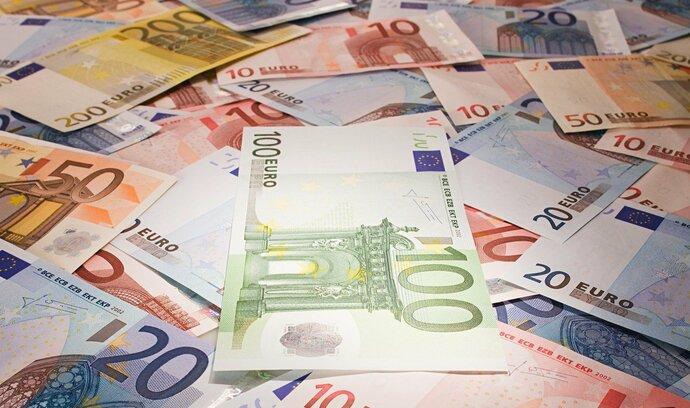 Euro sestoupilo nejníže od ledna