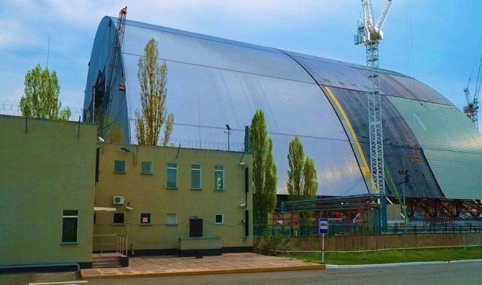 V Černobylu hoří, poblíž jaderné elektrárny vypukl velký lesní požár. Úřady uklidňují obyvatele