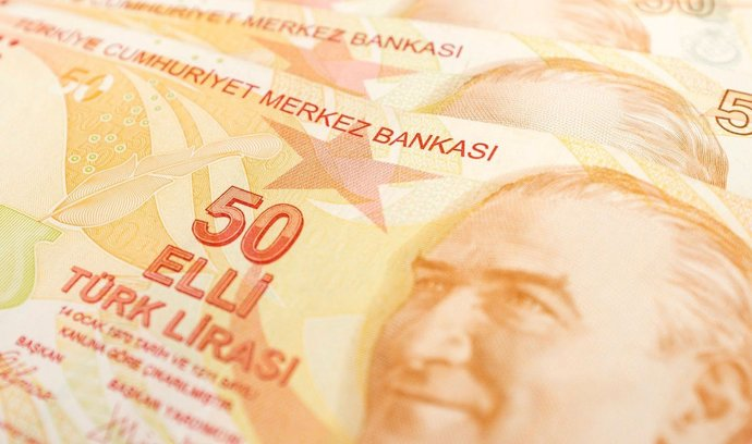 Propad liry přiměl Turecko ke snížení odhadu růstu HDP