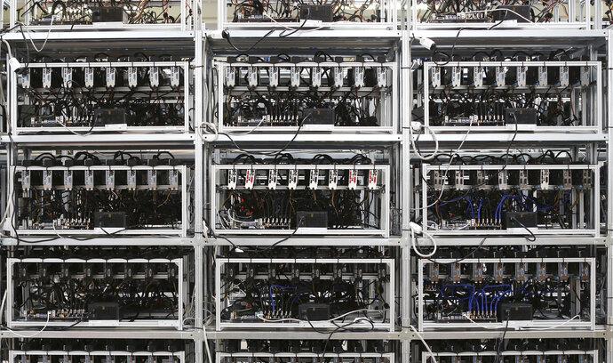Bitcoin mi přišel jako jednoduchá šance zbohatnout, říká Slovák, který těžbou vydělává desetitisíce