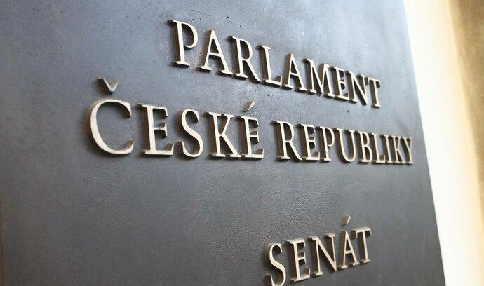Komentář Jany Havligerové: Senát hraje o vlastní pověst
