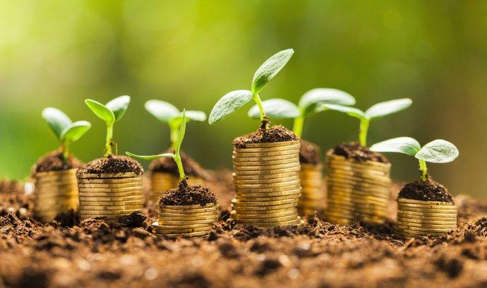 Jsou vaše úspory v ohrožení? Investujte!