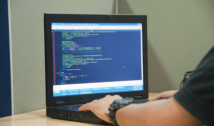 Pracovní trh budoucnosti: uplatní se mechanici algoritmů i designéři smíšené reality