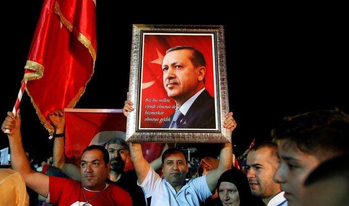 Erdogan vyhrál už v prvním kole, Turecko dokončuje přechod k prezidentskému systému