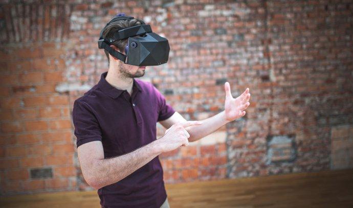 Miliardář Muchna získal podíl v českém vývojáři brýlí pro virtuální realitu. Zakladatelé si udrželi většinu