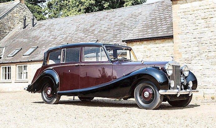 """""""Královnin"""" Rolls-Royce jde do aukce, jeho cena se může vyšplhat na 57 milionů"""