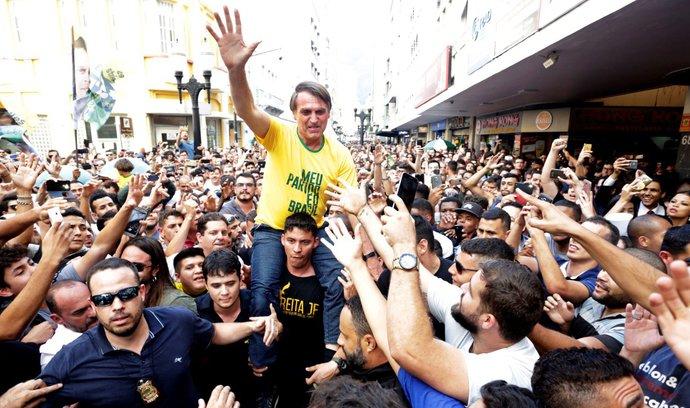 Favorit brazilských prezidentských voleb byl pobodán, je ve vážném stavu
