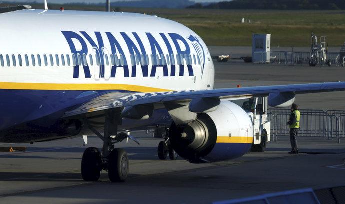 Ryanairu poprvé po pěti letech klesl zisk, na hospodaření se podepsaly i stávky
