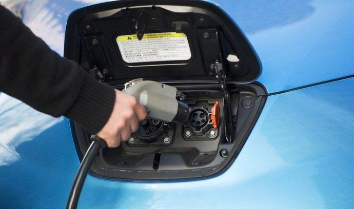 Vědci představili nový typ nabíječky pro elektromobil