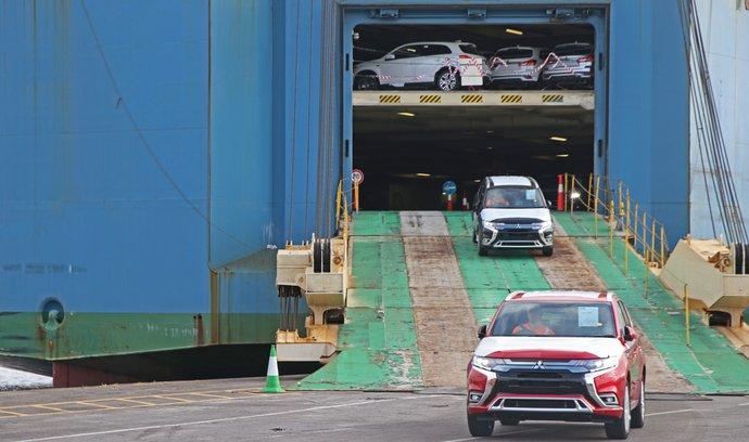 Nové emisní testy zavařily plug-in hybridům. Automobilky je stahují z trhu