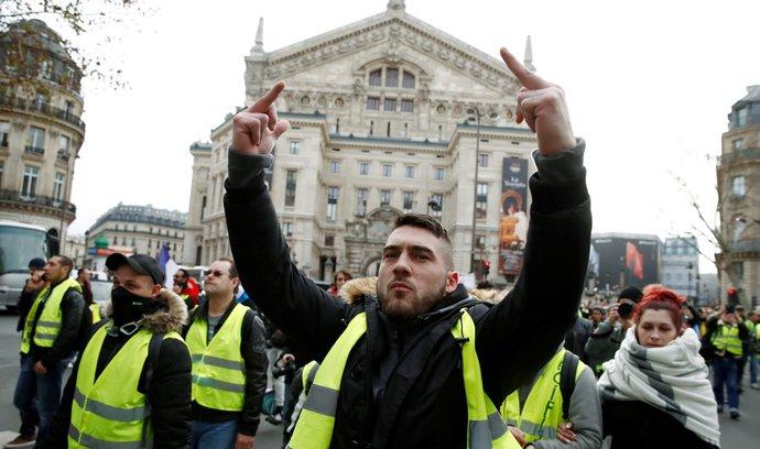 """""""Žluté vesty"""" chystají další protesty. Naše zloba se změní v nenávist, varují Macrona"""