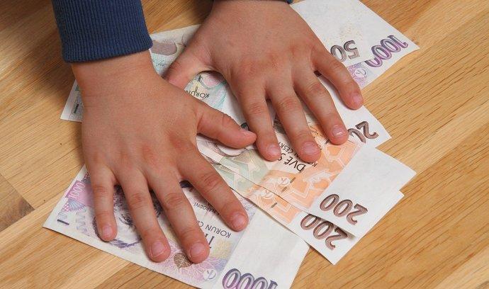 Převod dětských dluhů na rodiče podpořila vláda