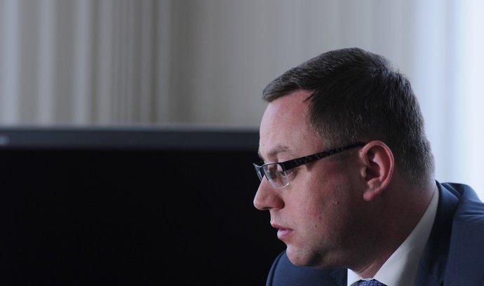 Žalobci chtějí větší nezávislost svého šéfa. Vládní strany to odmítají