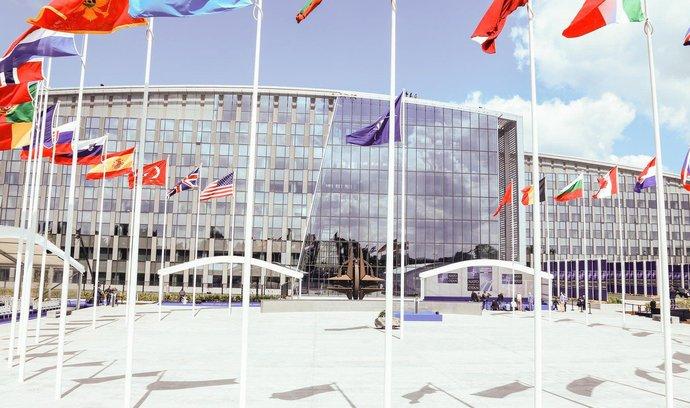 Anketa: Co Česku přinesl vstup do NATO? Jak členství ovlivnilo český zbrojní průmysl?