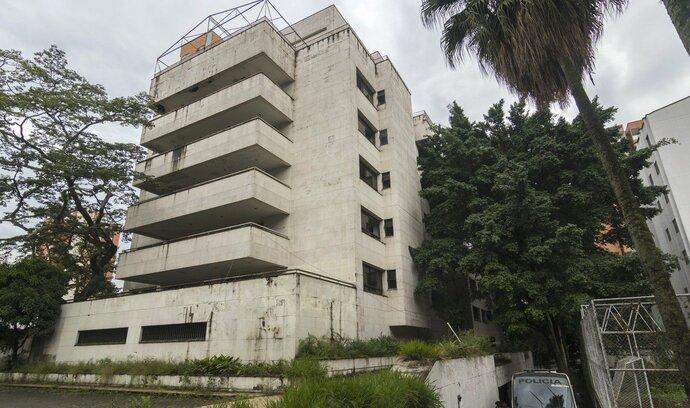 """Kolumbie se zbavuje vzpomínek na Escobara, jeho brutalistní """"pevnost"""" půjde k zemi"""