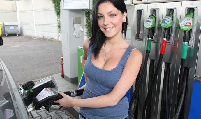 Benzin zdražil za týden skoro o 30 haléřů, stoupla i cena nafty