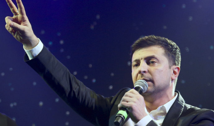 Vítěz prvního kola ukrajinských voleb Zelenskyj nestojí o podporu od poražených