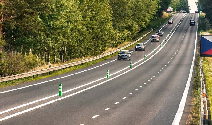 Ministerstva a kraje usilují především o investice do dopravy. Dostálová celý investiční plán však nadále tají