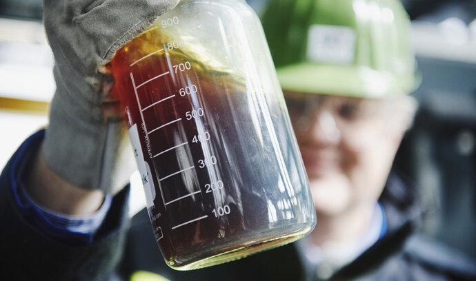 Recyklované černé zlato. OMV navyšuje výrobu ropy z plastů