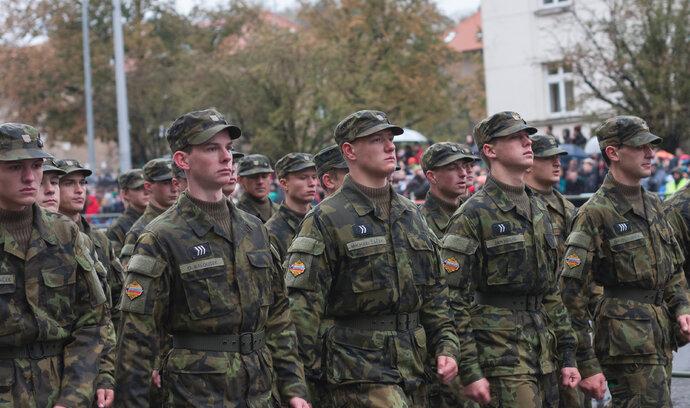 NKÚ: Obrana špatně plánovala nákupy výstroje pro vojáky