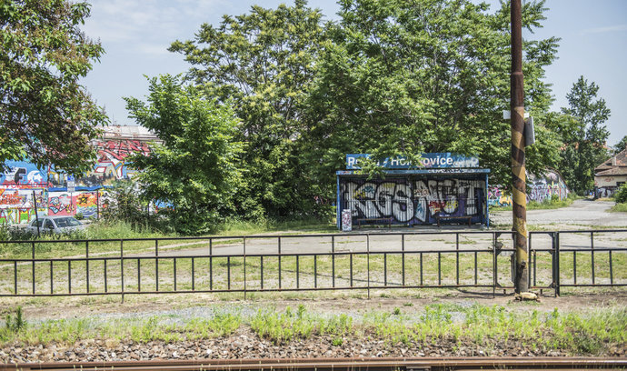Reportáž E15: obří brownfield v Bubnech čekají změny, prohlédněte si jeho současný stav