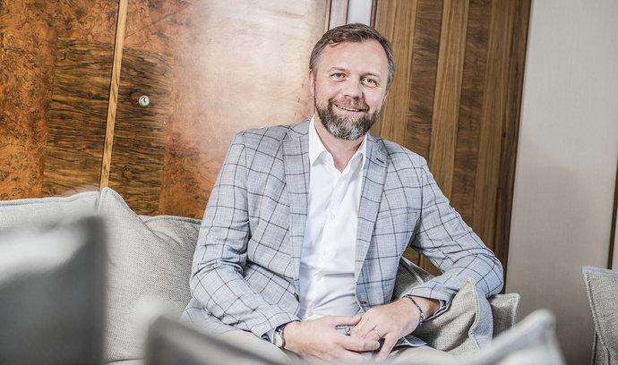 Každý byznys vynáší v Česku více než v Evropě, říká šéf Komerční banky Jan Juchelka