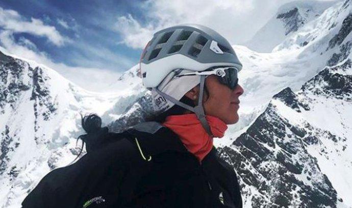 První Češka, která zdolala tři nejvyšší hory světa. Prohlédněte si, jak Klára Kolouchová stanula na K2