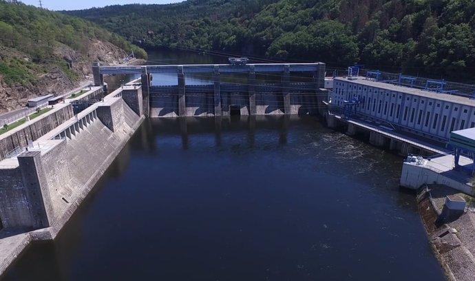 Dron E15: Štěchovická přehrada stojí už 75 let, obstála i při největších povodních