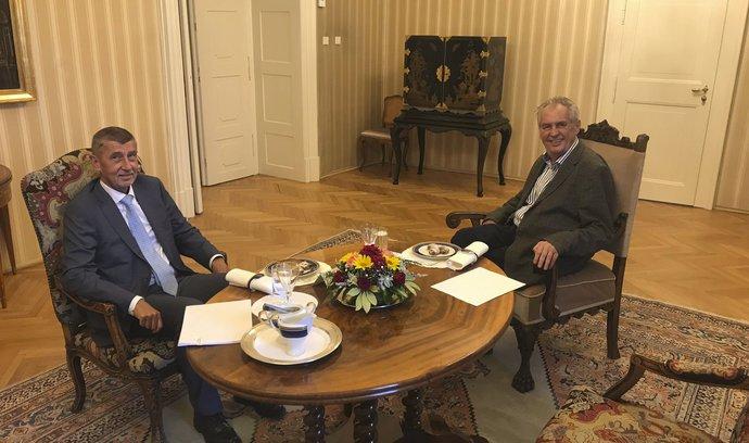 Zeman by měl situaci ohledně ministra kultury rychle dořešit, řekl po schůzce s prezidentem Babiš