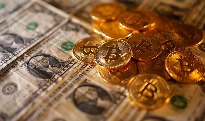 Bitcoin prudce ztrácí. Cena kryptoměny klesla o více než sto tisíc korun, ether je na tom ještě hůř