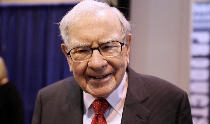 Buffett přeskupil portfolio. Nakonec vsadil i na těžaře zlata, přestože se kovu dřív posmíval