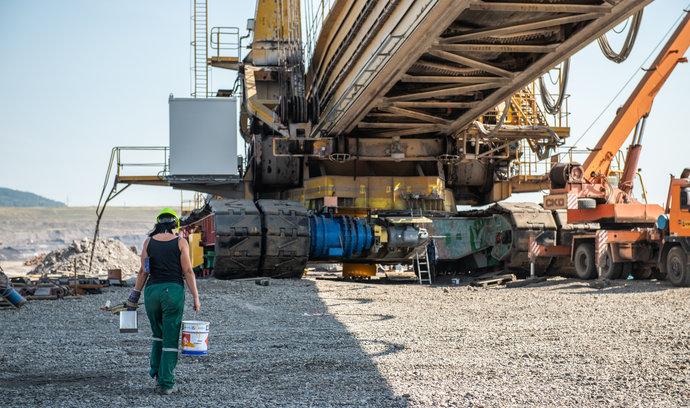 Průmysl ubral na tempu, stavebnictví zpomalilo strmý propad