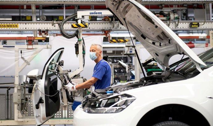 Koncernu Volkswagen loni klesl odbyt o 15 procent. Škodě Auto se dařilo ještě hůře