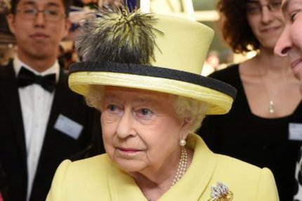 KOLAPS! Královna Alžběta II. v slzách